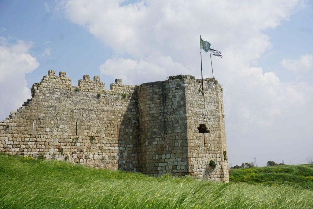 מבצר אנטיפטריס בתל אפק