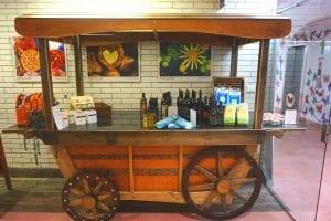 עגלה בבית קפה שלוה