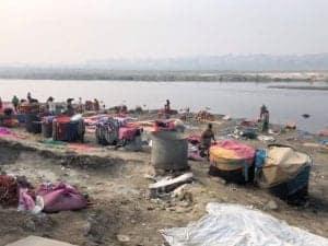 מכבסה באגרה בנהר